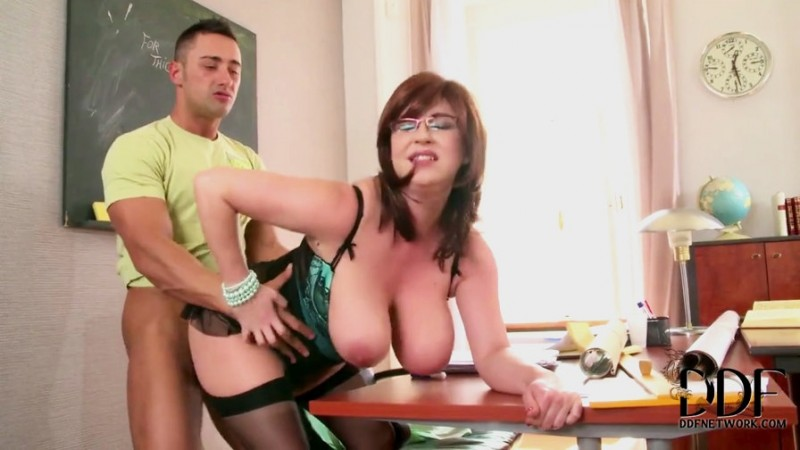 Seduce a un amigo del instituto - 1 part 10