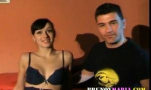 Chica virgen Española de 19 años desvirgada de Bruno y Maria