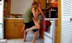 Madre tetona se deja follar por su hijo en la cocina