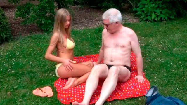 Old porno dos rubias y un viejo Viejo Follando A Una Rubia Adolescente Al Aire Libre Video Xxx