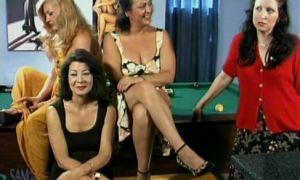 5 mujeres maduras españolas follando duro con joven