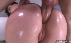 Culona follando por el culo con vaselina
