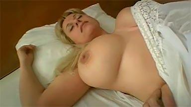 madre tetona follada dormida
