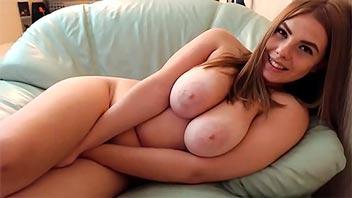 Jovencita con cuerpazo se masturba rico de placer