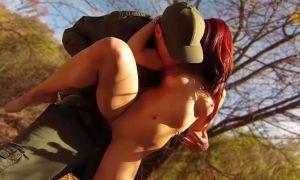 Preciosa joven pelirroja follada por patrulla fronteriza del sexo