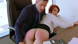 Secretaria azotada por su jefe y follada por el culo