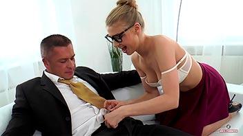 Secretaria bien zorra seduce a su jefe y lo folla