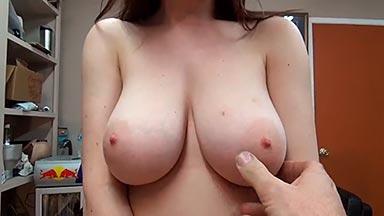 Tetona natural follando por dinero en casting porno