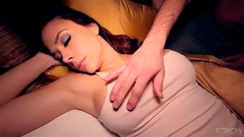 Mi esposa durmiendo sin ropa interior - 3 9